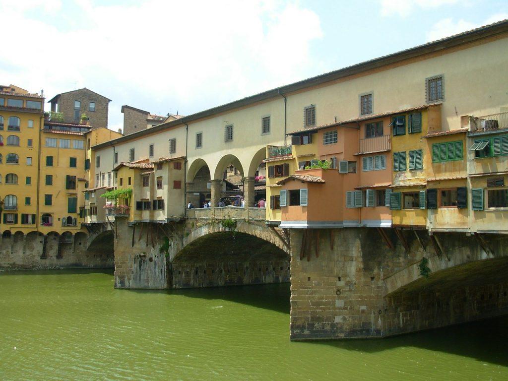 AAA beni culturali affittasi, 120mila euro per cenare a Ponte Vecchio