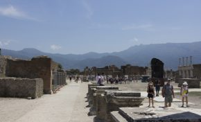 Rubare a Pompei porta sfiga, i ladri restituiscono pezzi di scavo