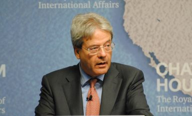 """Gentiloni, stampa estera: """"L'ombra di Renzi"""""""
