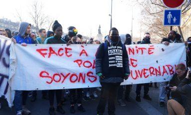 """Théo, guerriglia a Parigi: """"Non dimentichiamo, non perdoniamo""""/FOTO"""