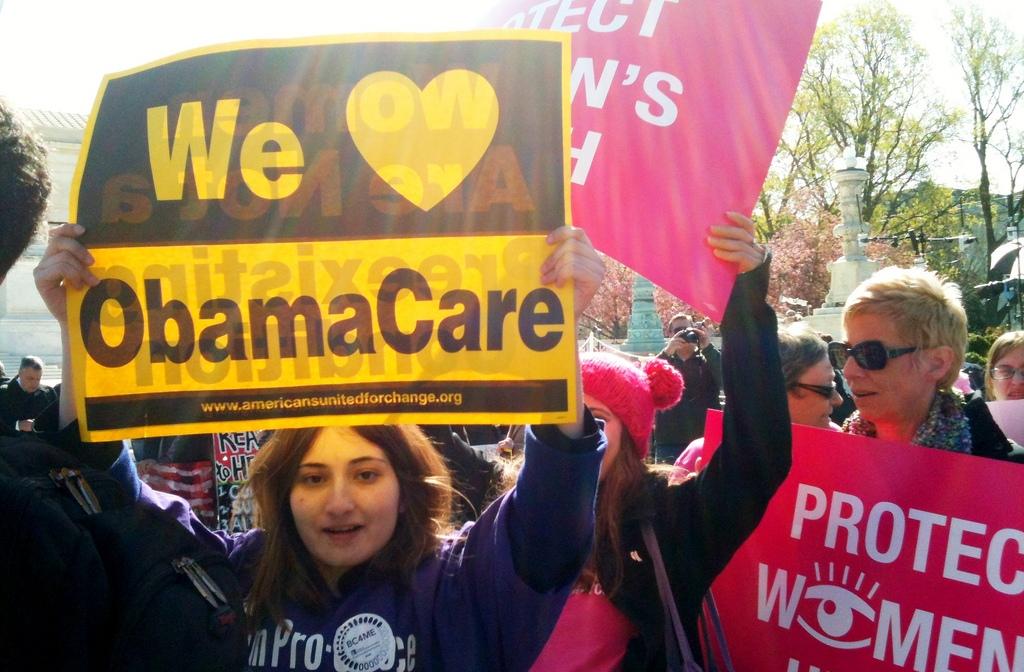 """Donald Trump prepara assalto a Obamacare: """"Nessuno sarà privato dell'assistenza"""""""