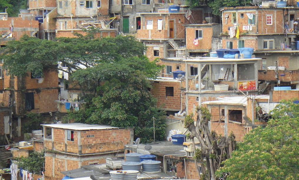 Crimine e favelas, un libro inchiesta sui padroni di Rio de Janeiro