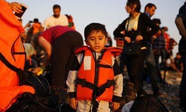"""Minori migranti, pressing dell'Europa: """"Un tutore per i bambini che arrivano sulle nostre coste"""""""