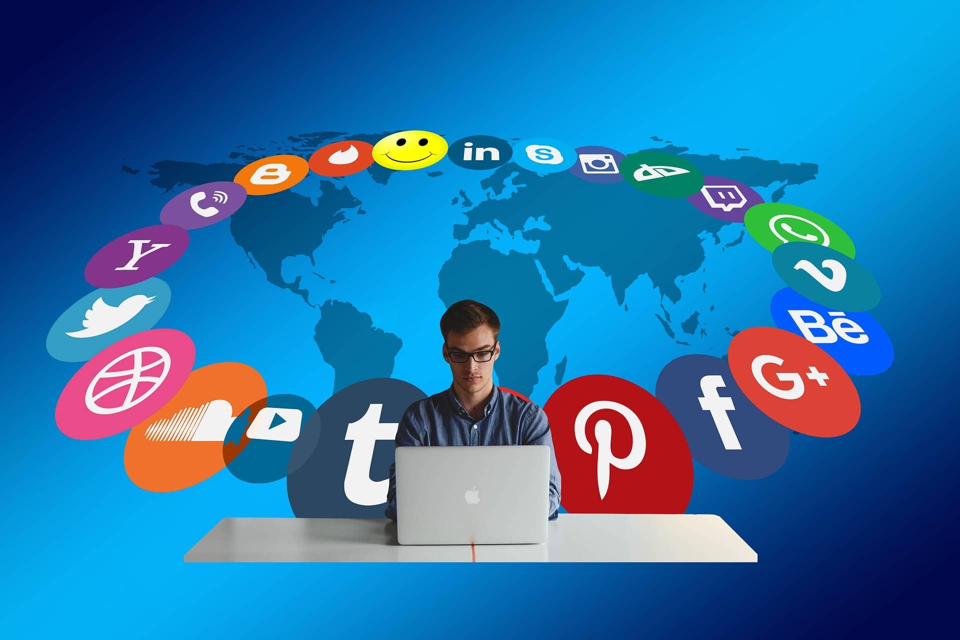 """A """"skuola"""" di privacy. In arrivo video, quiz e gif per far conoscere la sicurezza su Facebook"""