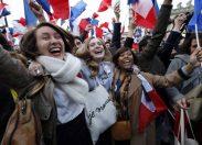 L'inno alla gioia davanti al Louvre, la festa di Macron /FOTO