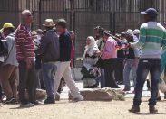 L'Italia ambulante, viaggio tra depositi clandestini e venditori abusivi /FOTO E VIDEO