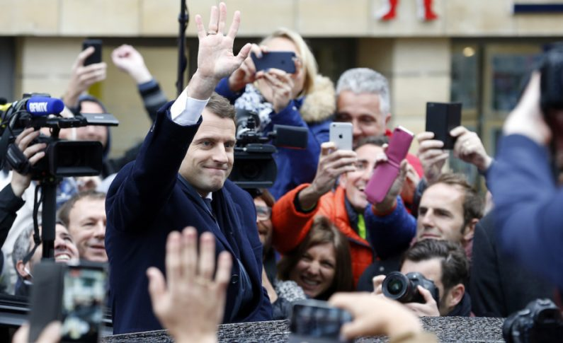 Legislative in Francia, Macron conquista 308 seggi