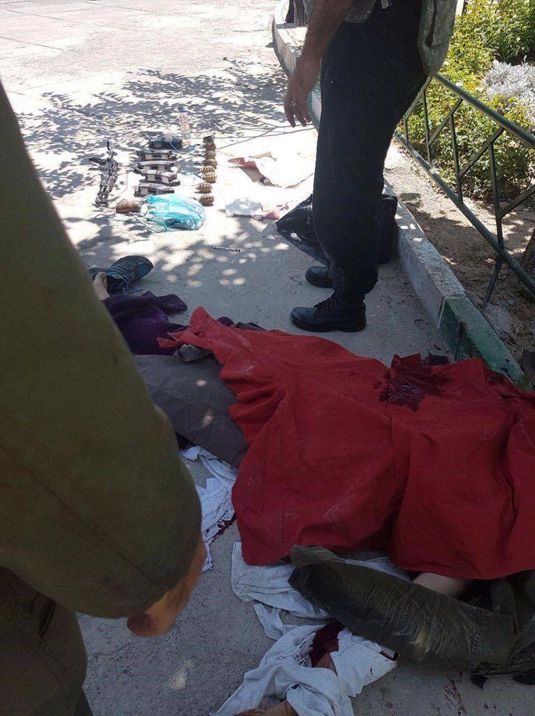 Iran: attacchi al Parlamento e al Mausoleo di Khomeini, morti e feriti