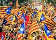 La Catalogna dichiara un'indipendenza che non realizzerà