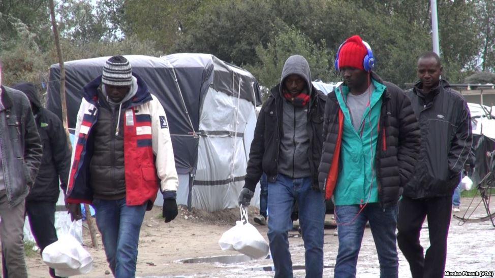 Brexit: la Gran Bretagna molla l'Ue e i migranti