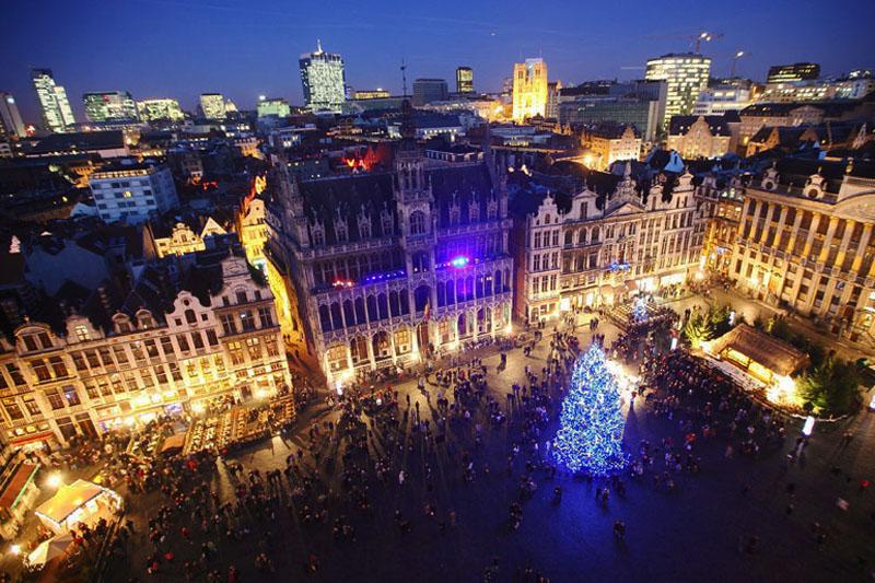 Bruxelles: teppisti musulmani contro i simboli del Natale