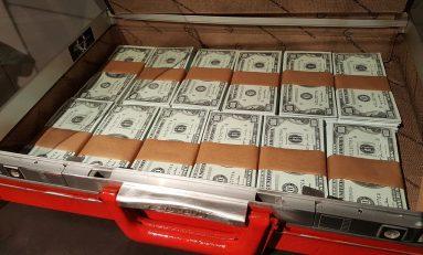 Affaire Uranium One, informatore Fbi ha visto scambio valigie di denaro