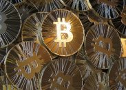 Bitcoin, crollo del 40%: scoppio di una bolla?