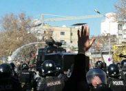 """Iran, scoppiano le proteste contro """"la dittatura corrotta dei mullah"""""""