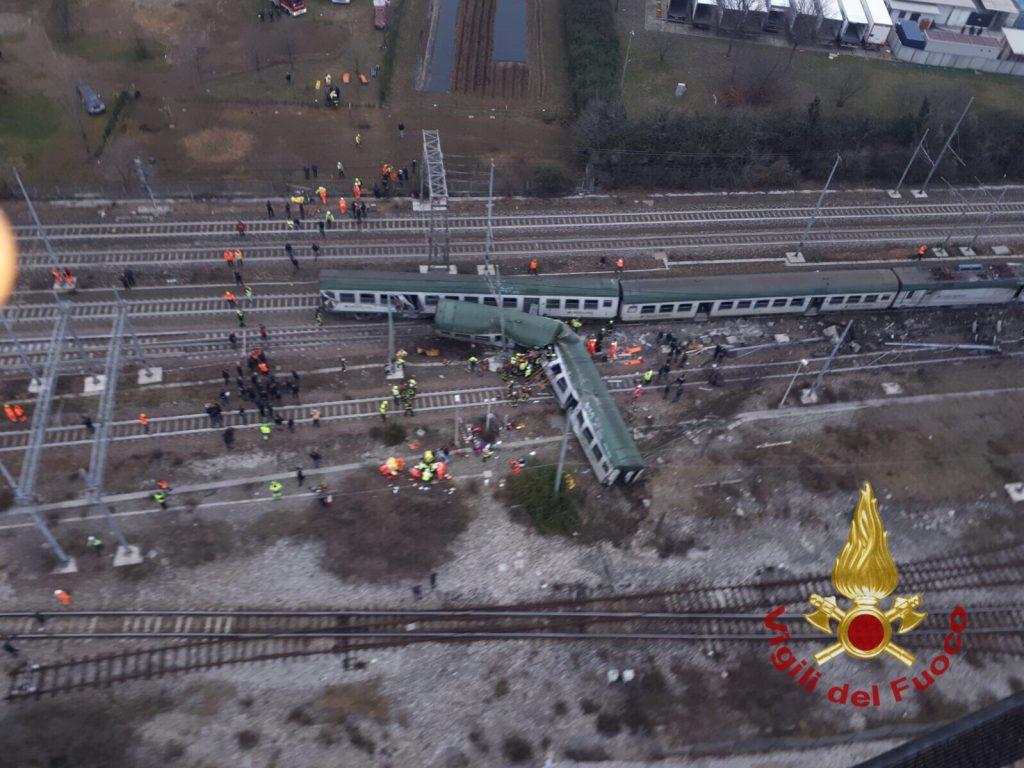 Milano, treno pendolari deragliato a Pioltello: 3 morti e decine di feriti