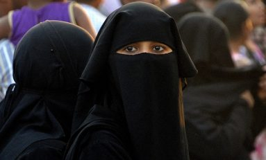 Università tedesca insegna come indossare il burqa e scoppia il putiferio