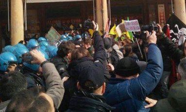 A Torino anarchici e spacciatori si alleano contro la polizia