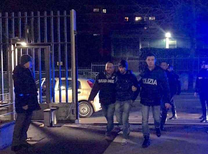 Piacenza, quei bravi ragazzi che aggrediscono le forze dell'ordine