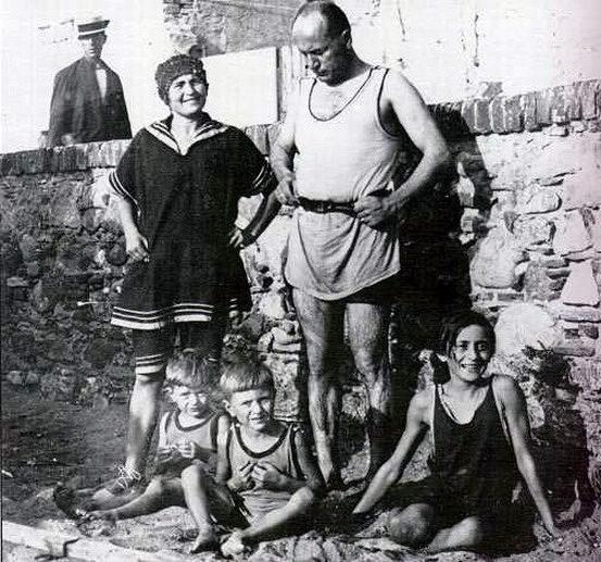 """Edda Negri Mussolini: """"Non è apologia del fascismo postare la mia foto di famiglia sui social"""""""