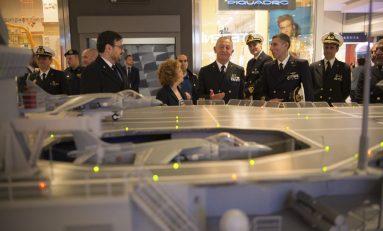 La Marina militare sbarca al centro commerciale Porta di Roma /VIDEO