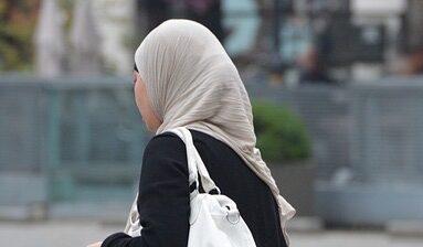 Germania, tribunale del lavoro vieta a musulmana di insegnare con il velo