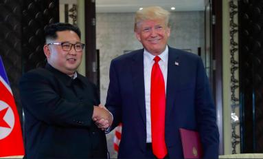 Storica stretta di mano Trump-Kim, le due 'teste calde' firmano accordo