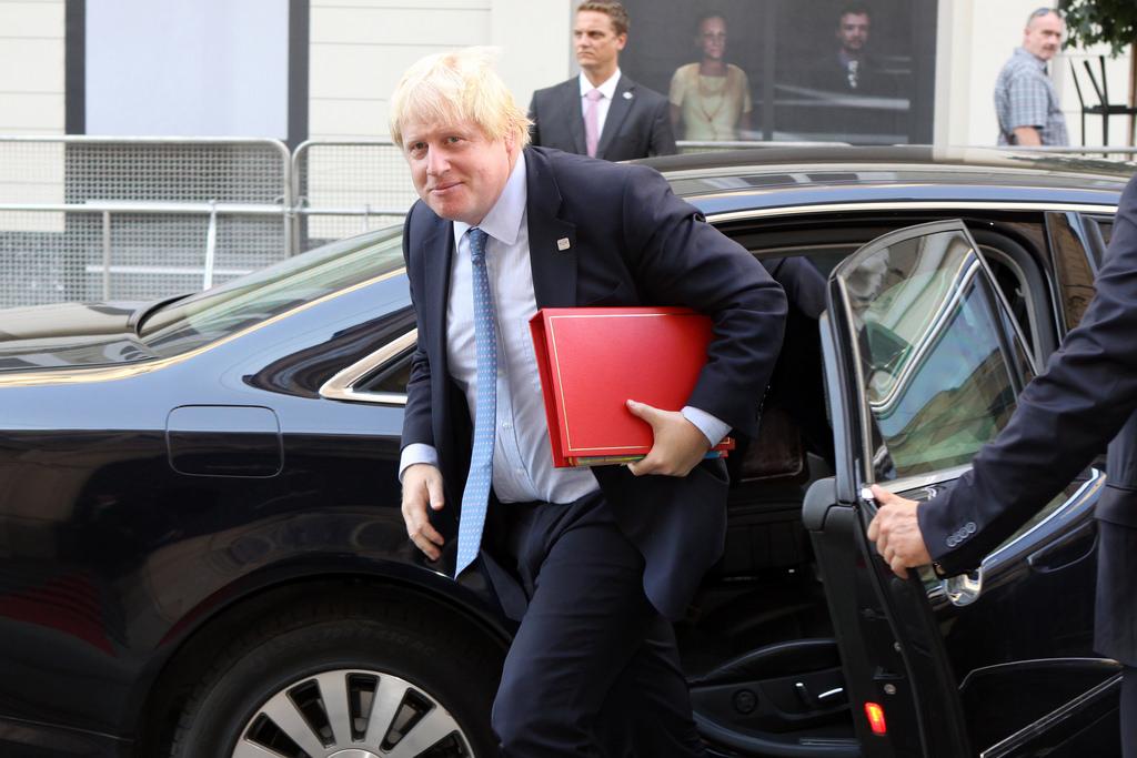 Il governo britannico cade a pezzi: Johnson si dimette