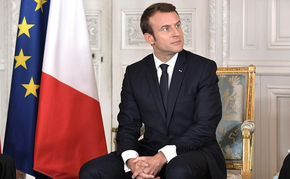 Il Pd, a corto di idee, punta sull'anatra zoppa Macron