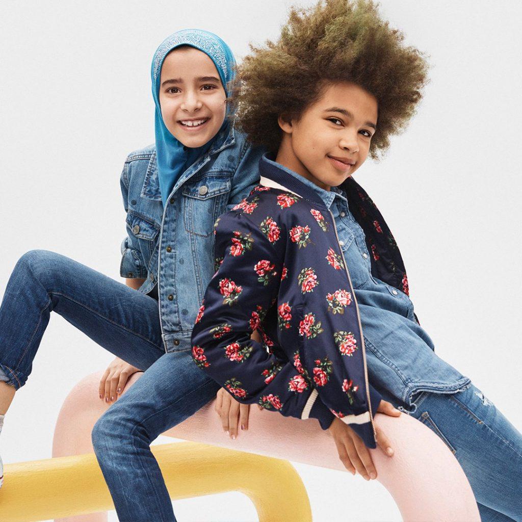 Bambina con il velo: non si ferma la polemica sulla pubblicità Gap