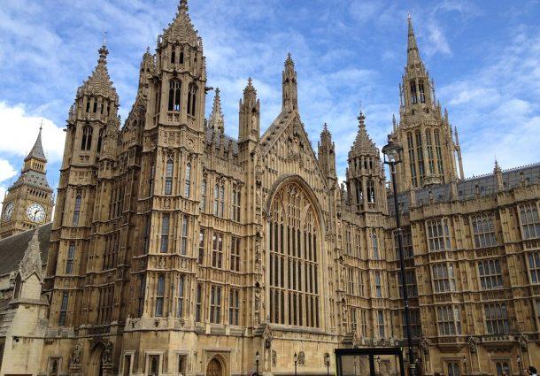 Londra: alla guida di un'auto falcia i pedoni a Westminster