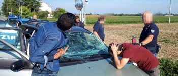 A piedi o in auto dal confine: ecco come i trafficanti trasportano clandestini in Italia