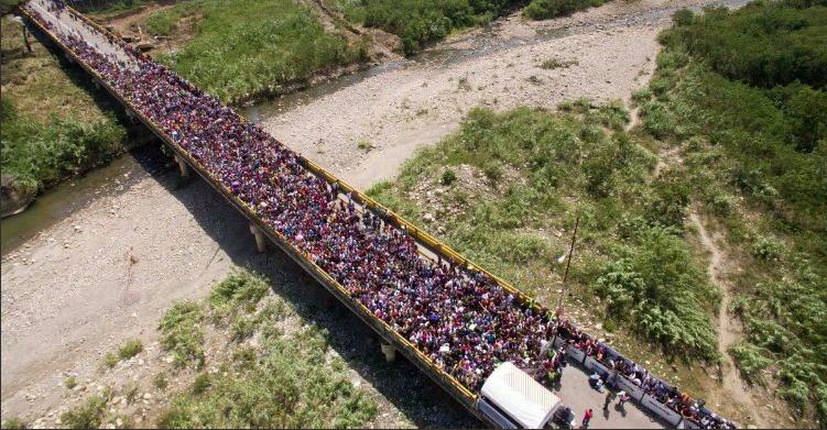 Carovana dei migranti verso Usa, Trump schiera l'esercito