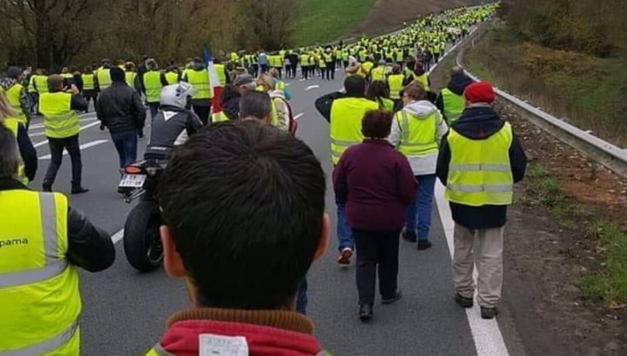 "Gilet gialli in Italia: ""Oggi Champs Elysee, la prossima a Roma"""