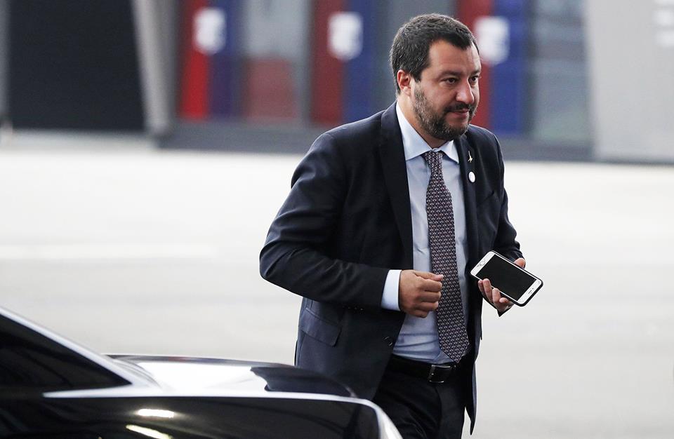 585 scorte e 2072 agenti. Salvini chiede razionalizzazione