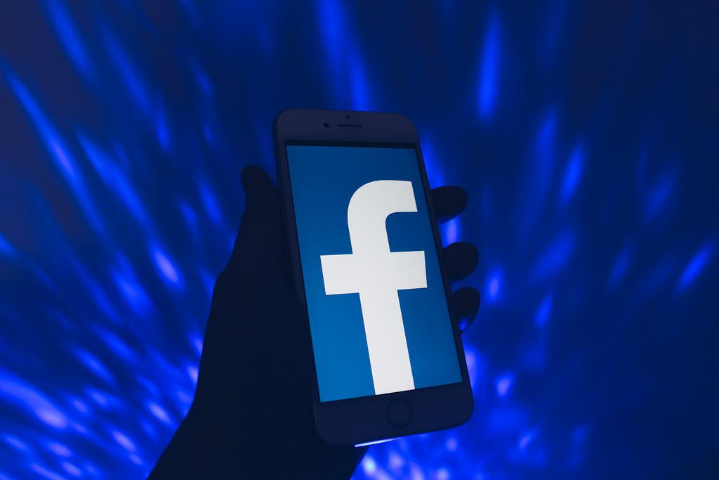 Violazione account: Facebook rischia maxi multa