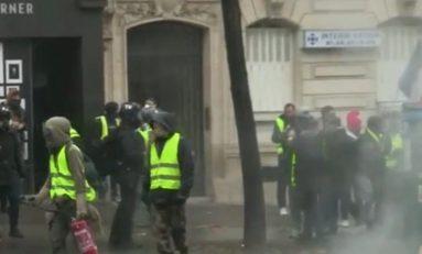 Francia, Gilet gialli: dilaga la violenza a Parigi