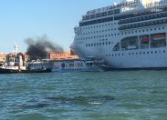 Venezia: incidente tra nave da crociera e battello turistico