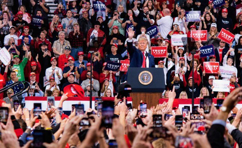 Trump è sotto impeachment, ma la sua popolarità sale