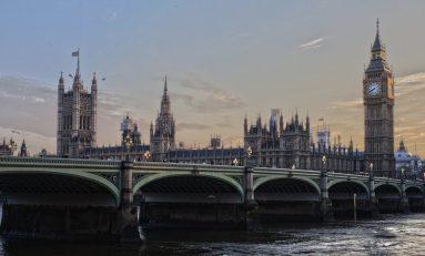 Covid-19, Londra cambia strategia: ecco le disposizioni