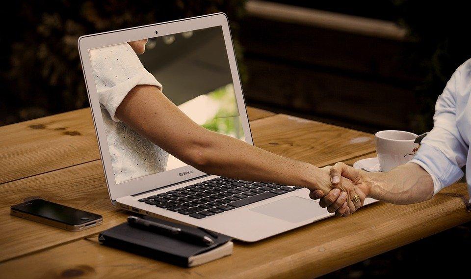 Covid: per i lobbisti super lavoro digitale