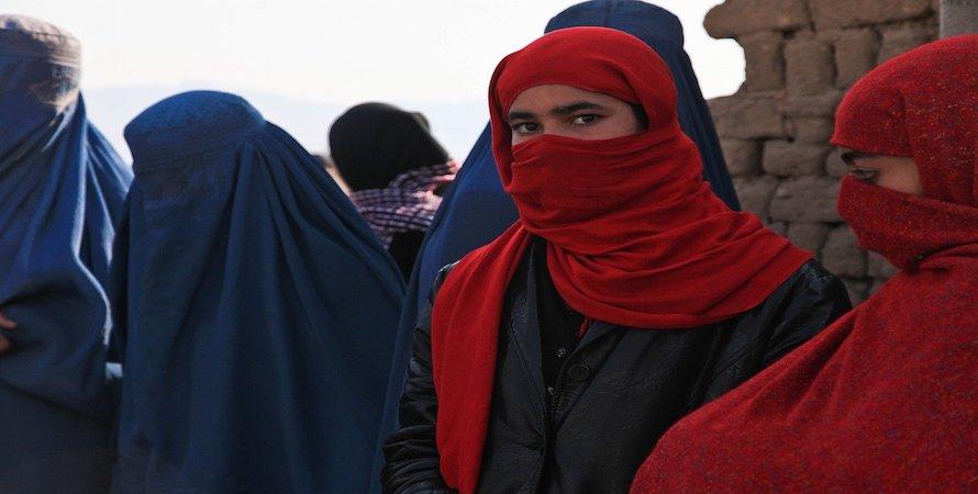 8 Marzo / Gli svizzeri votano la legge anti – burqa