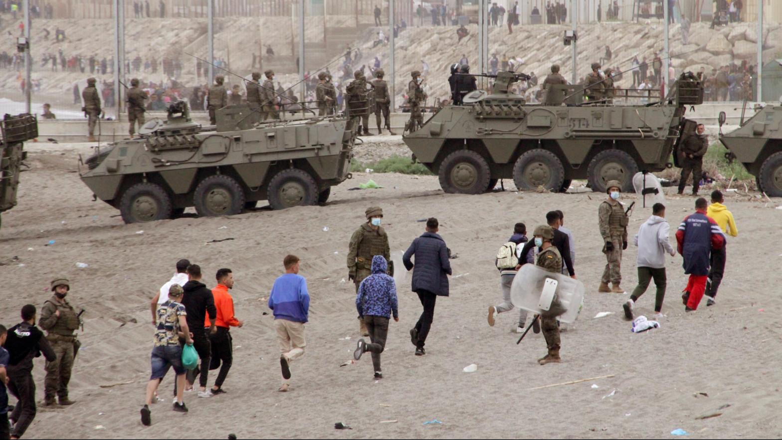 Ceuta y Melilla y Canarias:Marruecos ha forzado la mayor crisis migratoria hasta el momento en la frontera