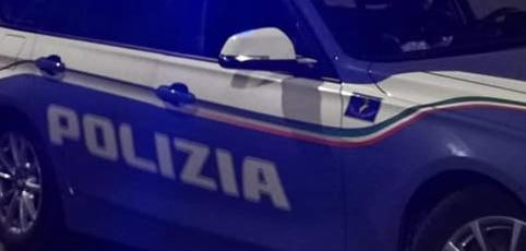 Un immigrato che prende a calci un poliziotto non commette reato