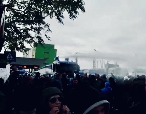 Al porto di Trieste il Viminale usa la forza: sgomberati i manifestanti